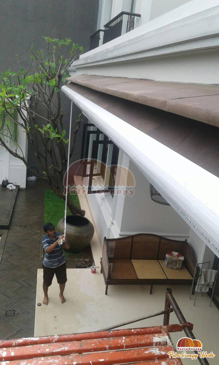 Awning Gulung Kolam Renang Jakarta:  Pool by Putra Canopy