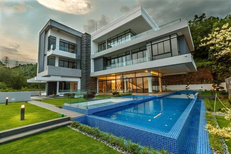 JALAN DAMAI JAYA 2:  Bungalows by Arkitek Axis