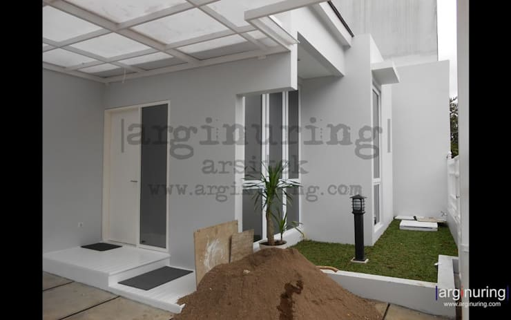 Rumah Yogie:   by Arginuring Arsitek