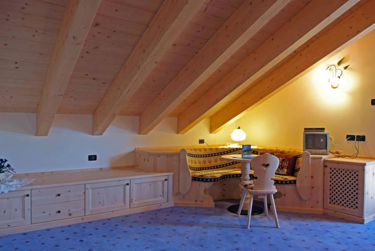Una Camera Da Letto Da Sogno : Una camera da sogno in legno di cirmolo di arredamenti brigadoi