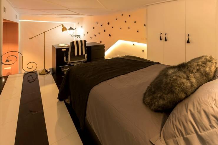 Dormitorio vestidor: Dormitorios de estilo  de tiovivo creativo