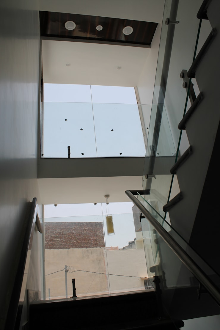 Garg Residence:  Stairs by KHOWAL ARCHITECTS + PLANNERS