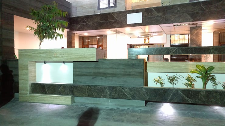 Garg Residence:  Walls by KHOWAL ARCHITECTS + PLANNERS