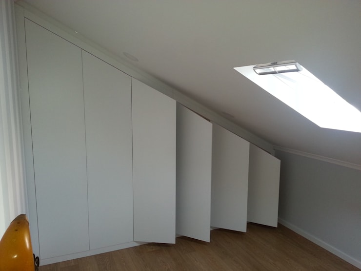Remodelação de Moradia em Casal de Cambra: Closets modernos por CF Arquitectura e Design