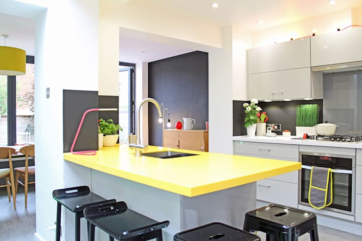 Theatre director's house in Clifton, Bristol:  Built-in kitchens by Dittrich Hudson Vasetti Architects, Modern
