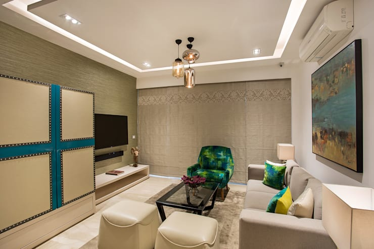 CHATTARPUR FARM HOUSE, NEW DELHI:  Living room by Total Interiors Solutions Pvt. ltd.