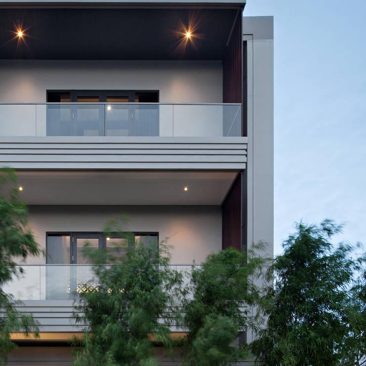 balcony:   by alradistadesign