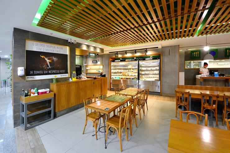 Restaurante Delírio Tropical: Espaços de restauração  por BCA Arquitetura
