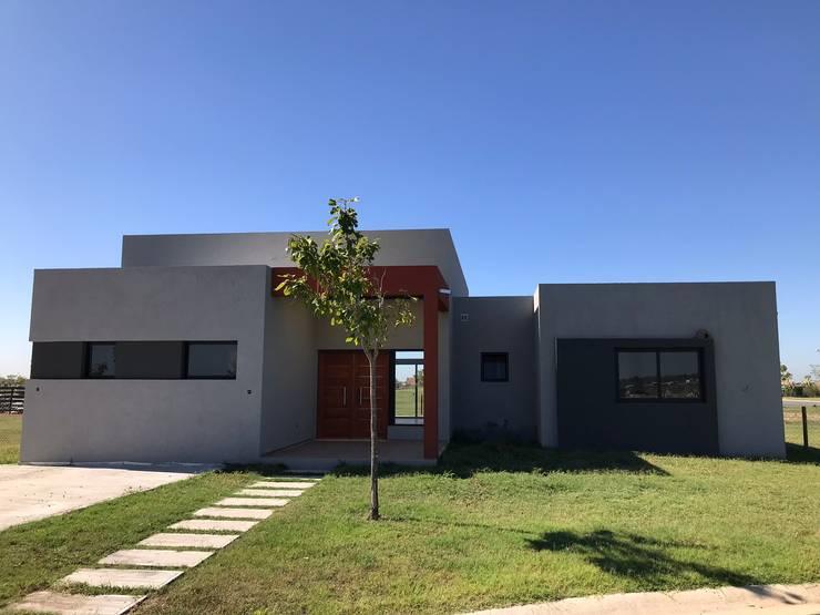 Casa 37 en Barrio Los Ceibos de Puertos del Lago:  de estilo  por Continental Homes,Moderno