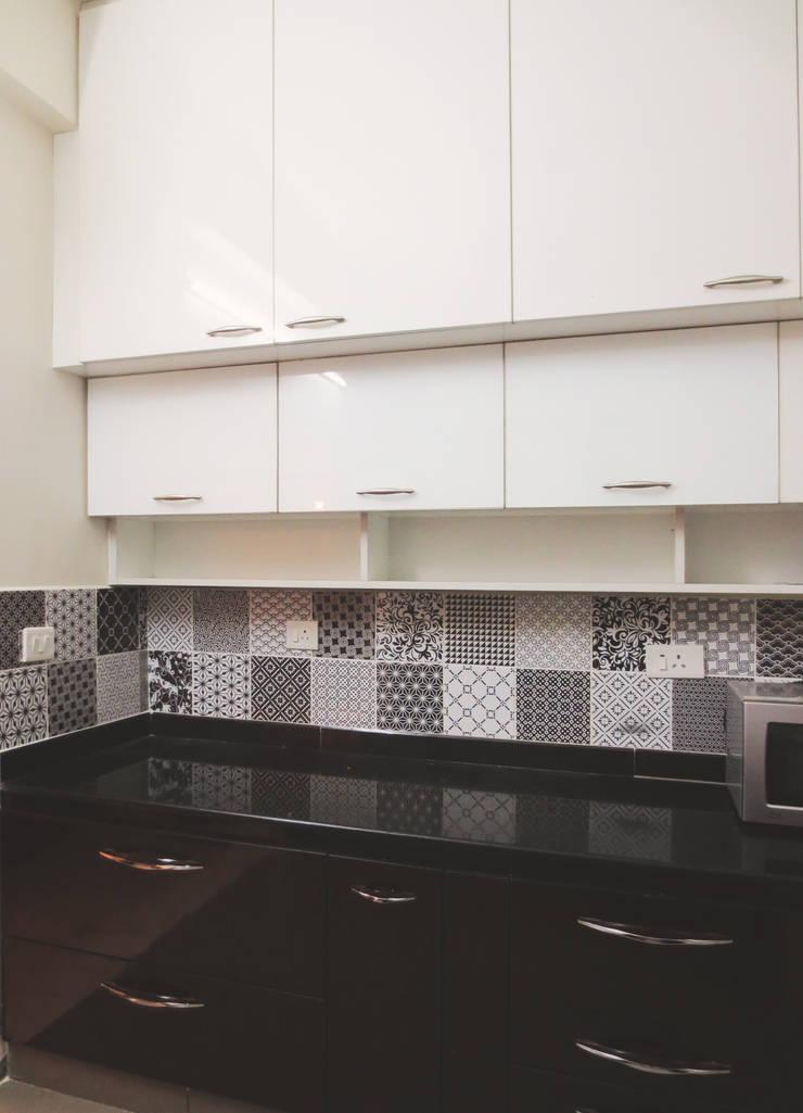 GITANJALI RESIDENCE:  Kitchen by CARTWHEEL,Modern