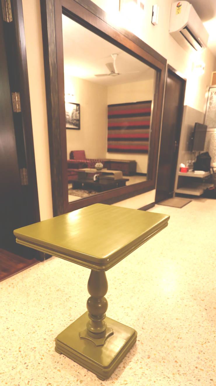 SAMUEL'S RESIDENCE:  Living room by CARTWHEEL,Modern