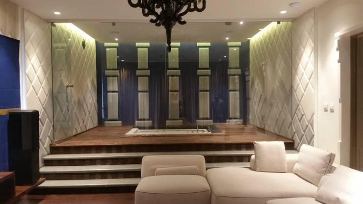 MARTIN RESIDENCE:  Living room by CARTWHEEL