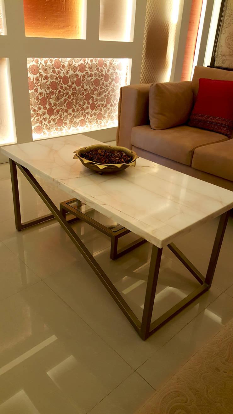 SANDEEP RESIDENCE:  Living room by CARTWHEEL