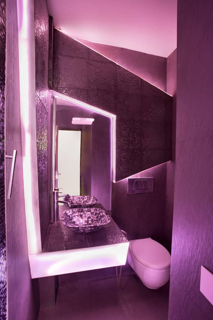 MALVIYA NAGAR RESIDENCE, NEW DELHI: modern Bathroom by Total Interiors Solutions Pvt. ltd.