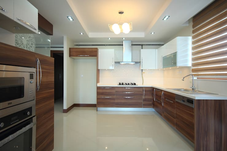 Kitchen Renovated in Mumbai:  Kitchen by Interior Five