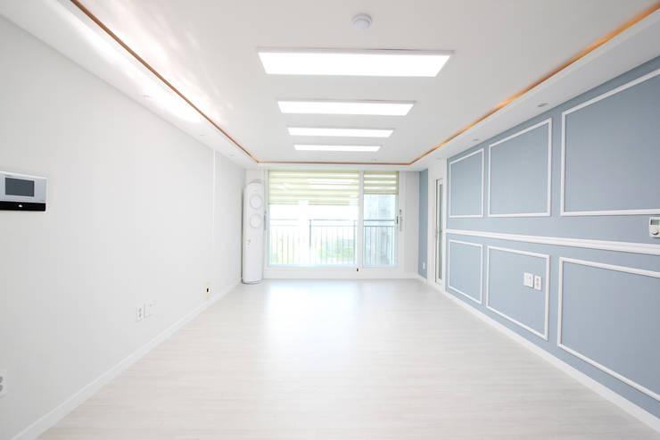 서울 정릉 힐스테이트 인테리어: 한 인테리어 디자인의  거실,