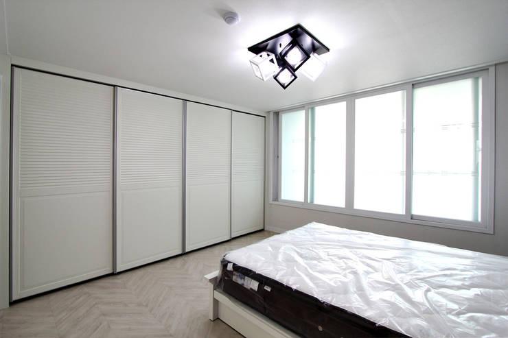서울 신내동 32평 인테리어: 한 인테리어 디자인의  침실,