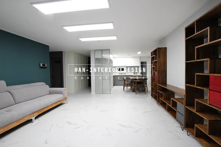 Living room by 한 인테리어 디자인, Modern