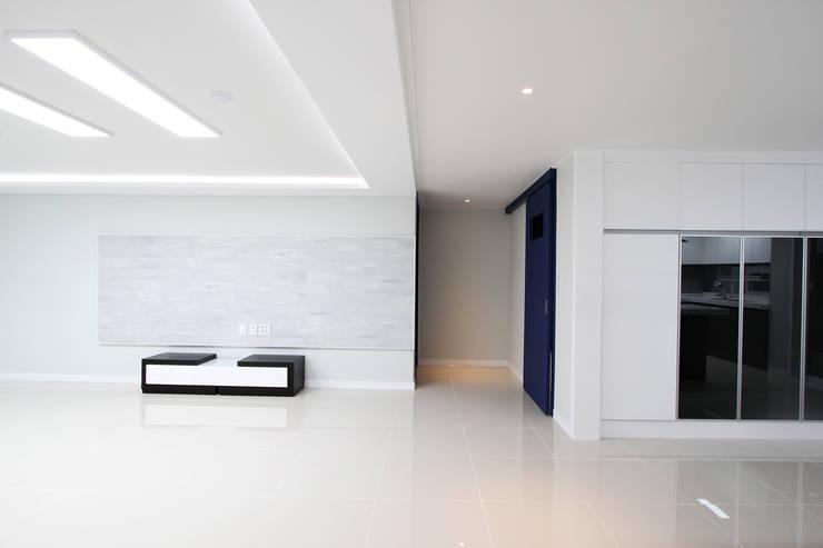 화성시 병점동 46평 인테리어: 한 인테리어 디자인의  거실,모던