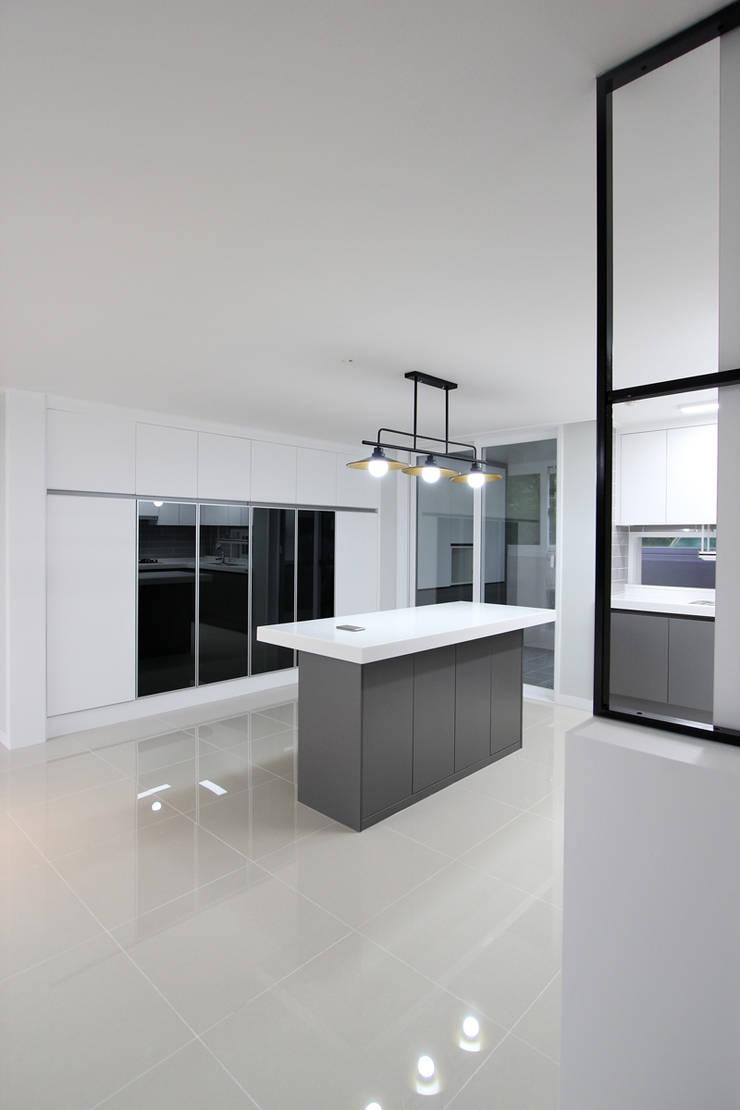 화성시 병점동 46평 인테리어: 한 인테리어 디자인의  다이닝 룸,모던