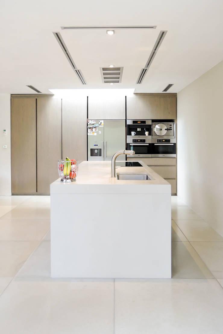 Beton in de keuken:  Keuken door Betonal, Modern Beton