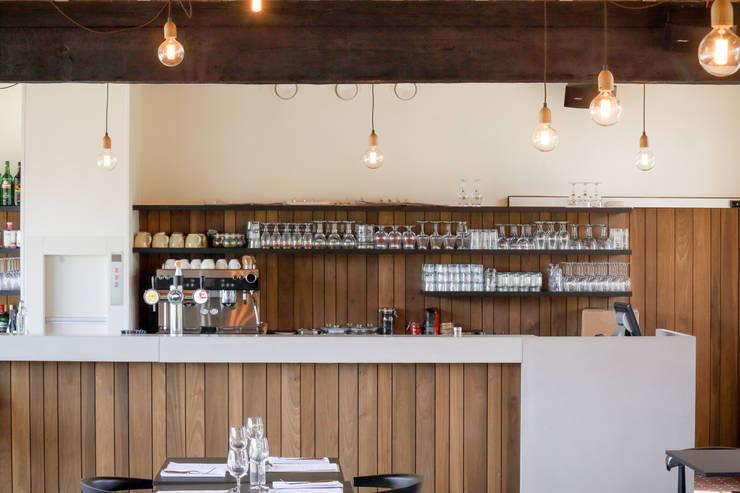 Bar in beton:  Kantoren & winkels door Betonal