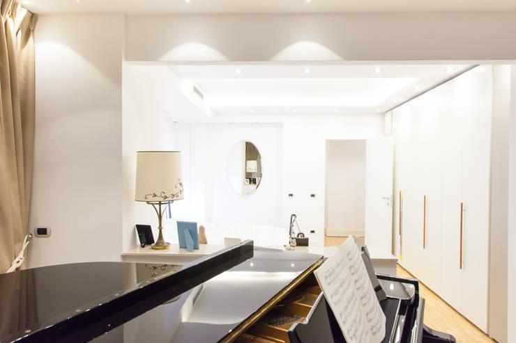 Dormitorios modernos: Ideas, imágenes y decoración de Arch. Della Santa Giorgio Moderno