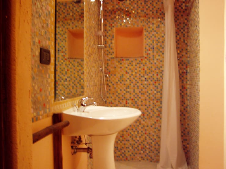 Bathroom by Arch. Della Santa Giorgio, Country