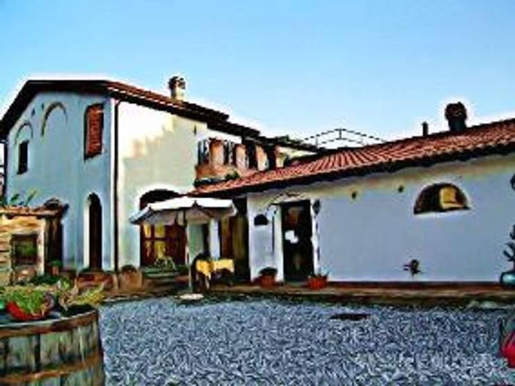 Country house by Arch. Della Santa Giorgio, Country
