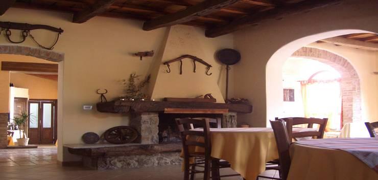 Living room by Arch. Della Santa Giorgio, Country