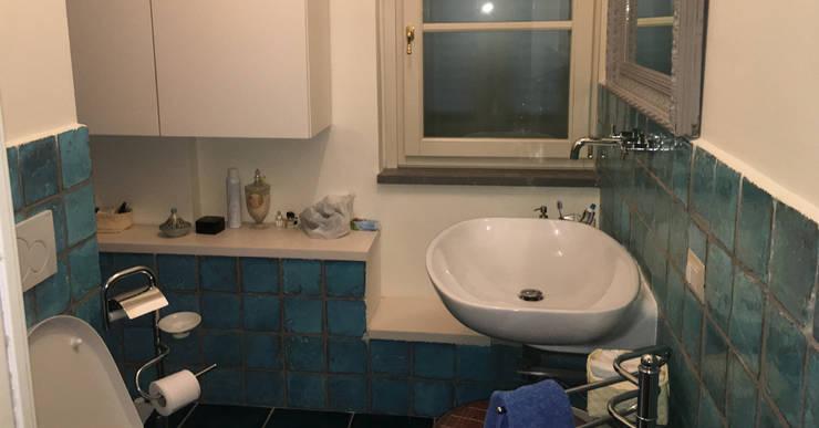 Ristrutturazione Edilizia  e arredo di interni di appartamento Lungarno Pacinotti: Bagno in stile  di Arch. Della Santa Giorgio