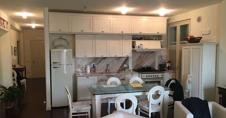 Ristrutturazione Edilizia  e arredo di interni di appartamento Lungarno Pacinotti: Cucina in stile  di Arch. Della Santa Giorgio