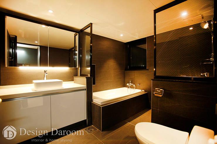 광장동 현대홈타운 12차 55평형 안방욕실: Design Daroom 디자인다룸의  욕실