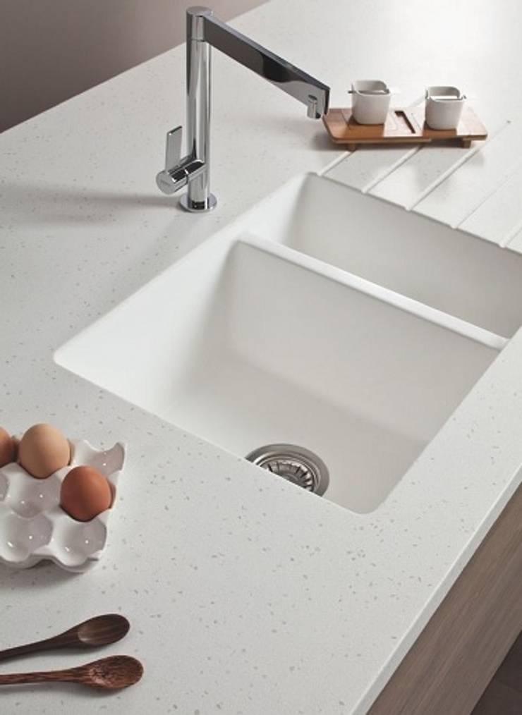 Beyaz Corian Eviye ve Corian Tezgah:  Kitchen by KREA Granit- Mutfak Banyo Tezgahları