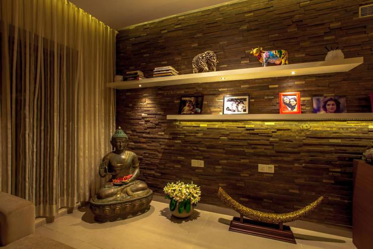 Lissy:  Walls by Design Dna,Modern