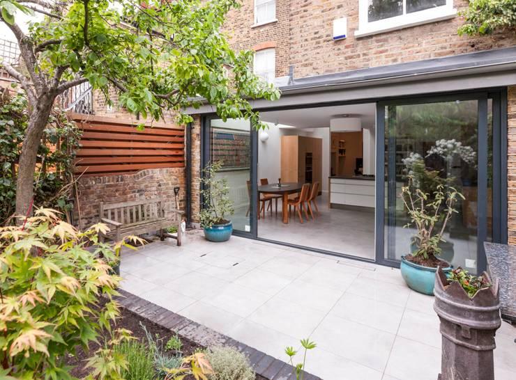 Raveley:  Terrace house by Martins Camisuli Architects