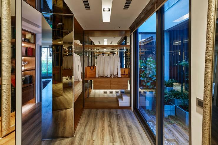 Closets de estilo  por 澤序空間設計有限公司