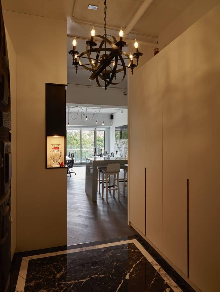 玄關:  書房/辦公室 by 澤序空間設計有限公司