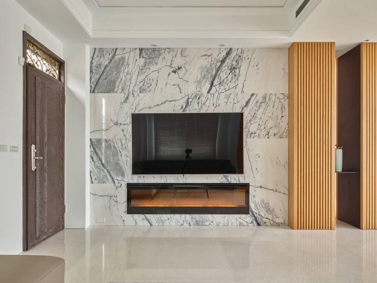 客廳電視牆:  客廳 by 澤序空間設計有限公司