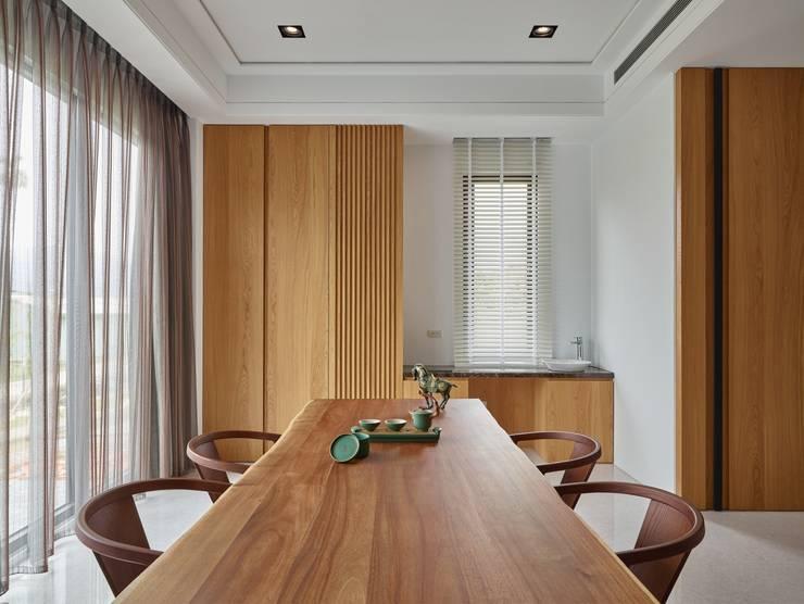 客廳:  客廳 by 澤序空間設計有限公司