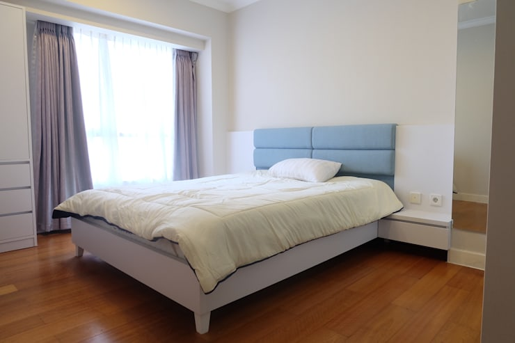 SOMERSET APARTMENT 3BR:  Bedroom by FIANO INTERIOR