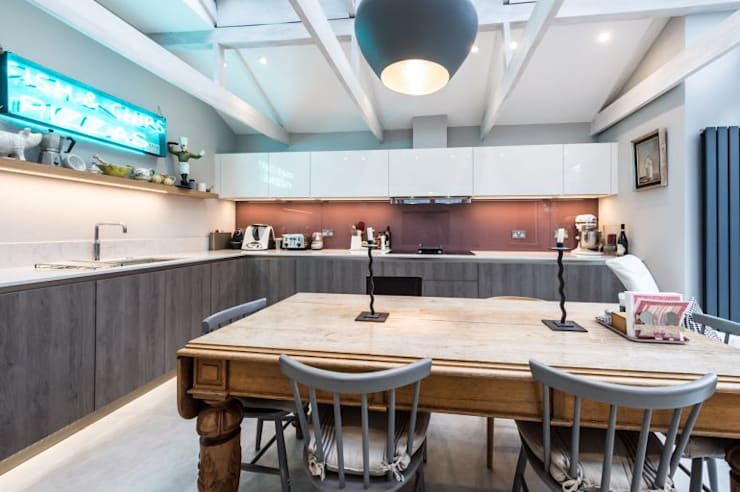 modern Kitchen by Suzanne Tucker Interiors
