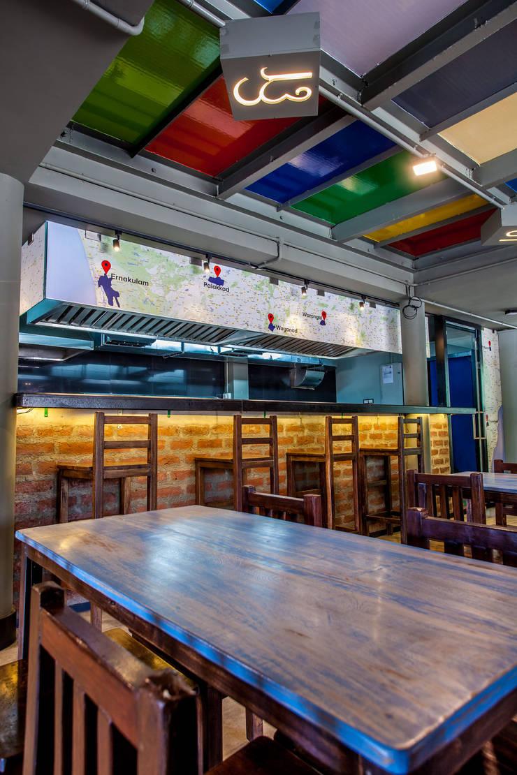 Put Chutney:  Bars & clubs by Design Dna,Modern