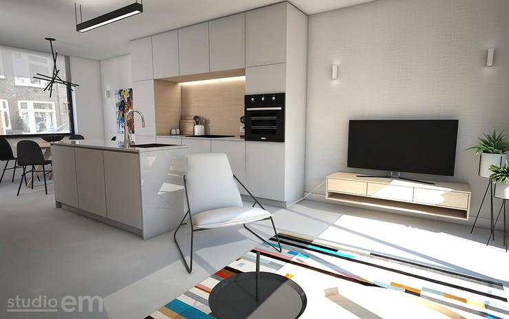Interieurontwerp 3D impressie woonkamer en eetkeuken, strak en minimalistisch:  Woonkamer door Studio-em