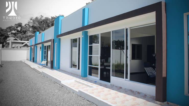 UNIFAMILIARES INDIANA: Casas de estilo  por TRIEDROARQUITECTOS