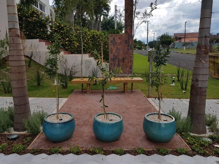 Rio Negro: Jardins  por Arquiteto Danilo Malvezzi