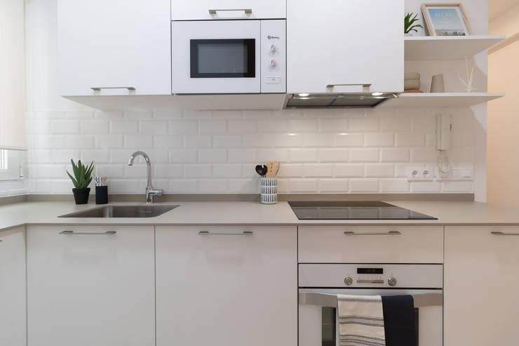 Dapur oleh Become a Home, Skandinavia