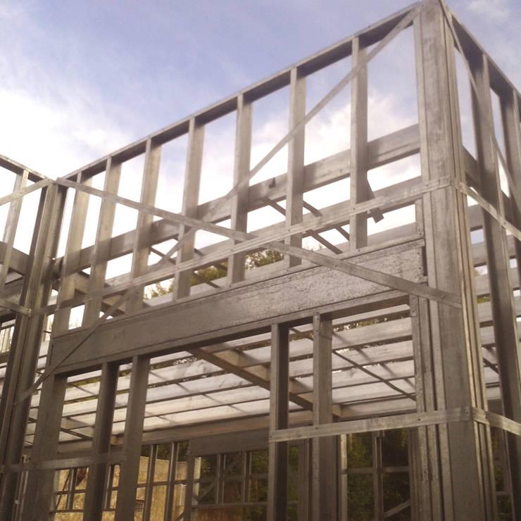 Obra DP: Casas unifamiliares de estilo  por do Arquitectura - Steel Framing