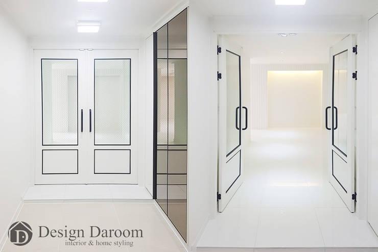 광장동 현대홈타운 53평형 현관: Design Daroom 디자인다룸의  복도 & 현관,모던