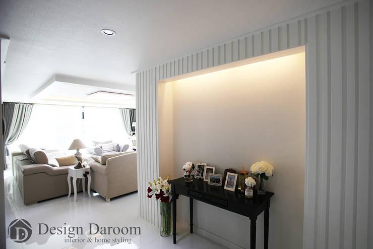 광장동 현대홈타운 53평형 복도 아트월: Design Daroom 디자인다룸의  거실
